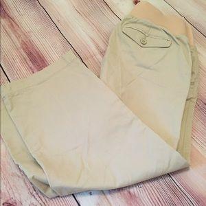 Old Navy Maternity Khaki Capri Pants 🤰🏼